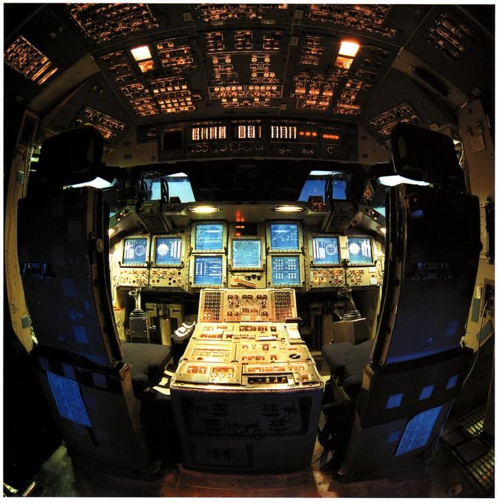 Le  programme navette – un hommage en images, mission par mission  Sts-new-glass-cockpit-2